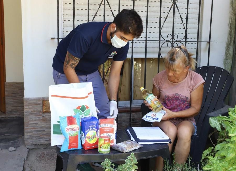 Echeverría: entregan alimentos a adultos mayores