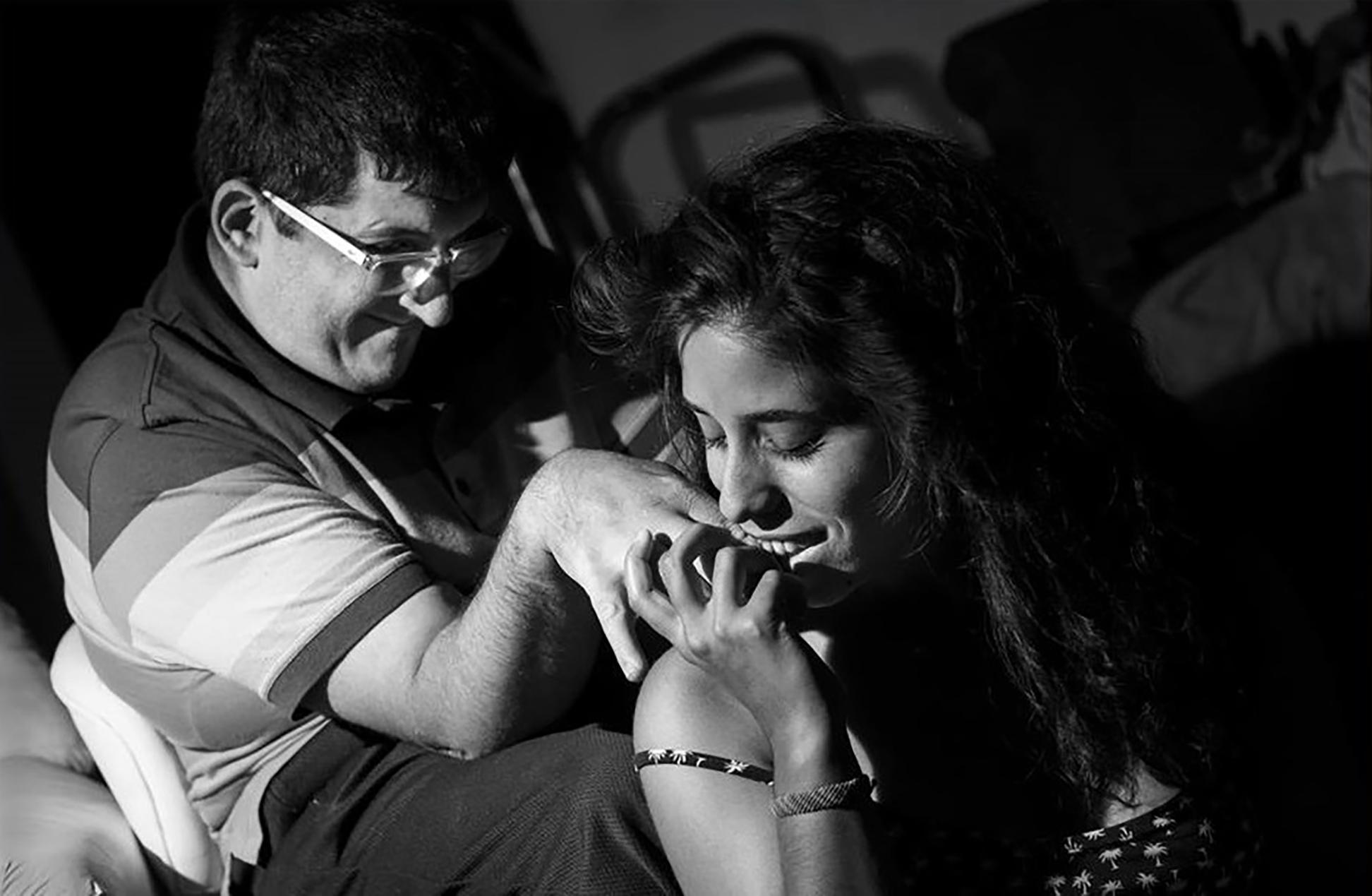 Cómo viven su sexualidad las personas con discapacidad: sillas de ruedas, asistencia y militancia