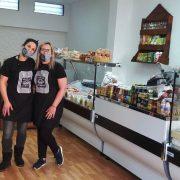 Bon Appetit, el almacén que ofrece un café o té gratis en Escalada