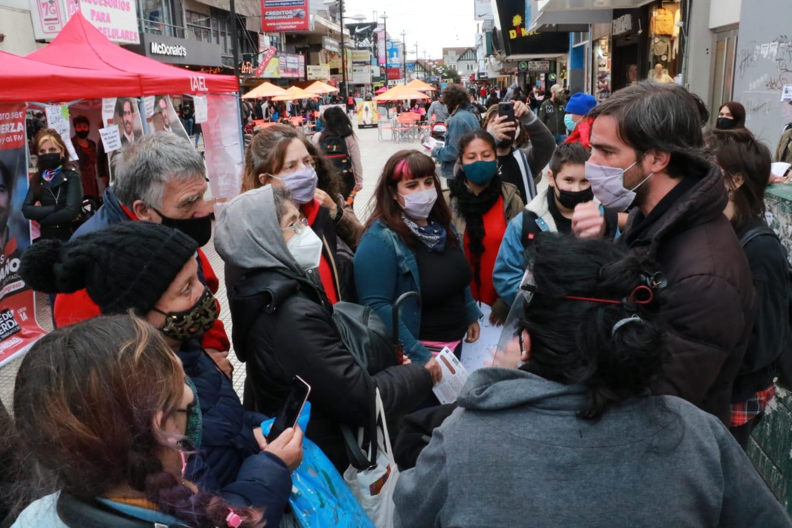 """Del Caño recorrió el centro de Lomas y criticó a las mayorías que están """"en contra del pueblo trabajador"""""""