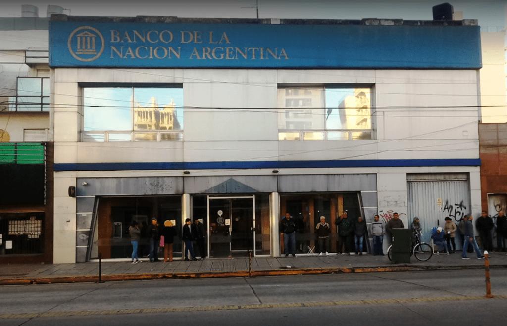 Confuso episodio con un hombre en la puerta del Banco Nación en Banfield: la familia busca testigos para saber qué pasó