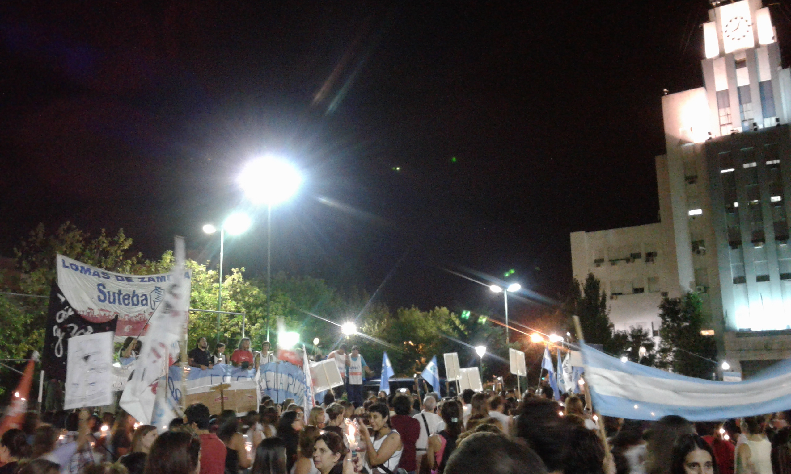Marcha de antorchas: los docentes salieron a la calle por el salario y la escuela pública