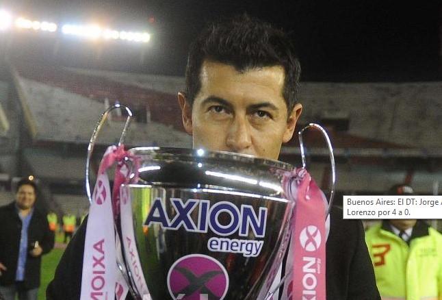 Almirón trofeo