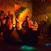 Para escuchar folklore y aprender a bailarlo