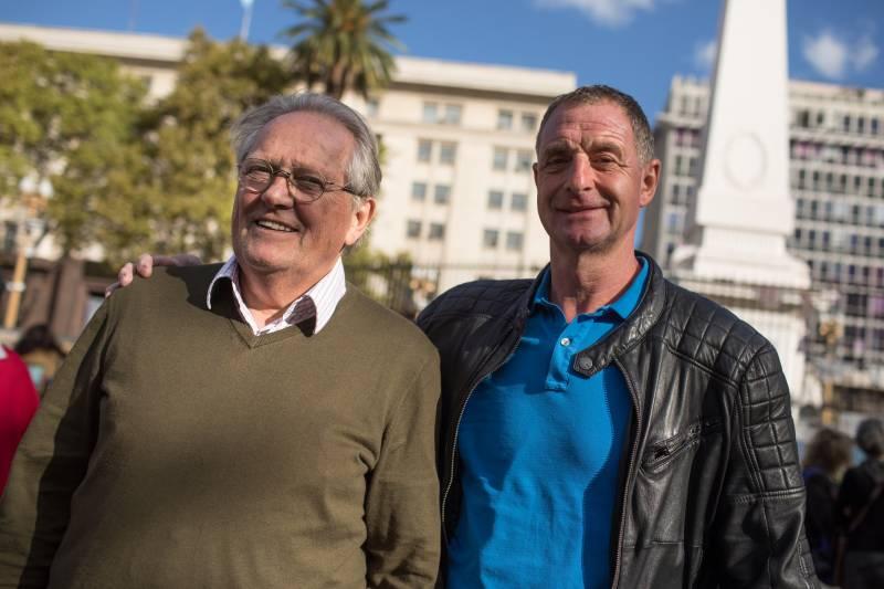 Arie Haan y Ernie Brandts en Plaza de Mayo. Foto: Joaquín Salguero