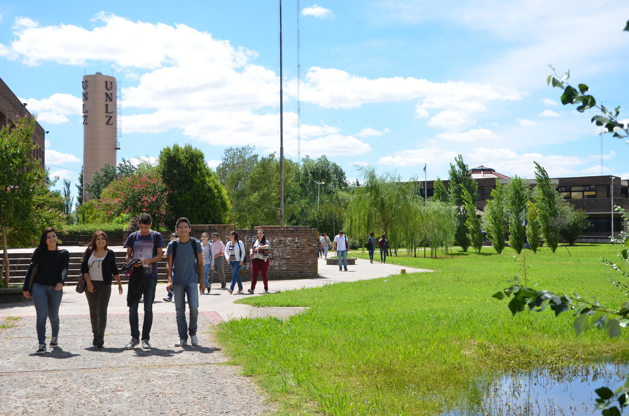 Más de 10 mil inscriptos en la universidad lomense