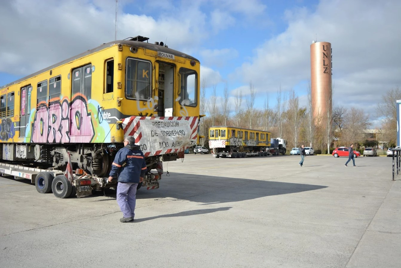UNLZ sobre rieles: 2 vagones de subte para los alumnos de Ingeniería Ferroviaria