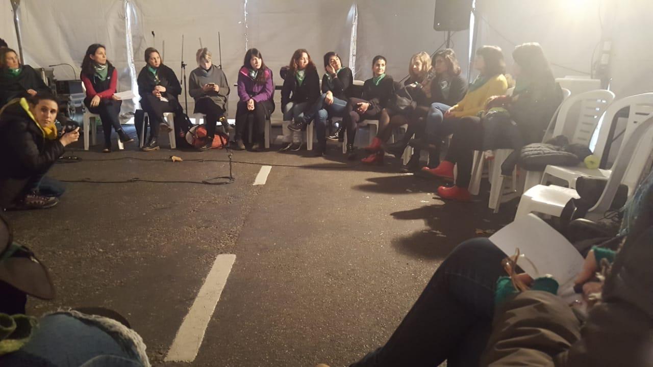 Abortamos la neutralidad: las voces de las periodistas feministas en el #8A