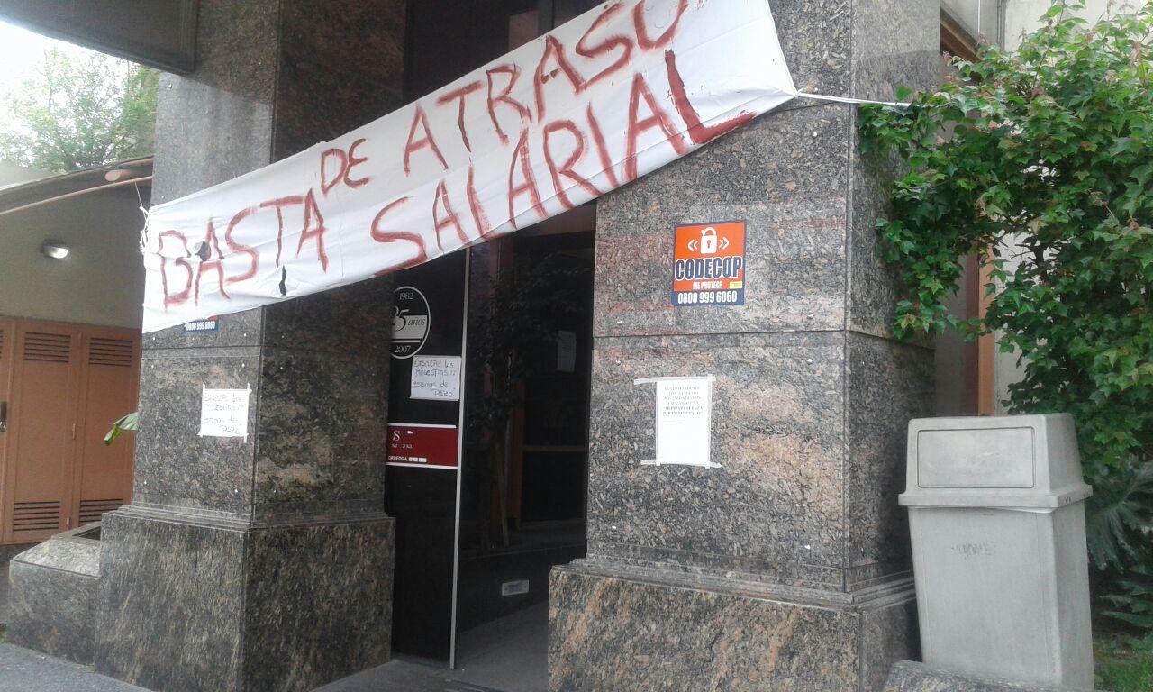 Servicio parado y rumores de quiebra: la situación crítica de la clínica Estrada