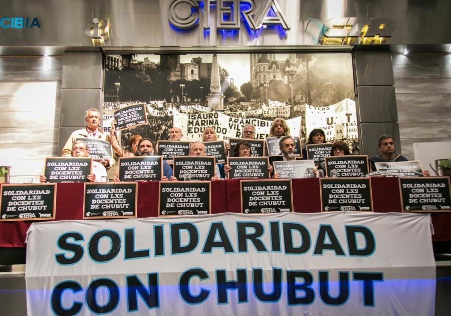 Maestros de todo el país pararon ante el conflicto docente en Chubut