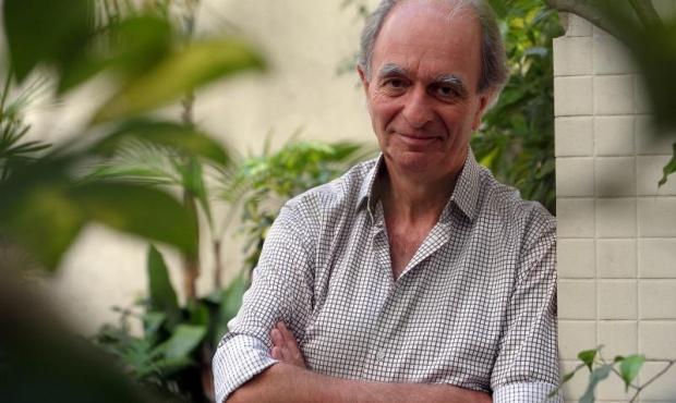Jorge Lewinger presenta su libro sobre los 70, en Lomas de Zamora