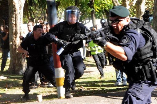 Brutal represión de la Metropolitana en el Hospital Borda