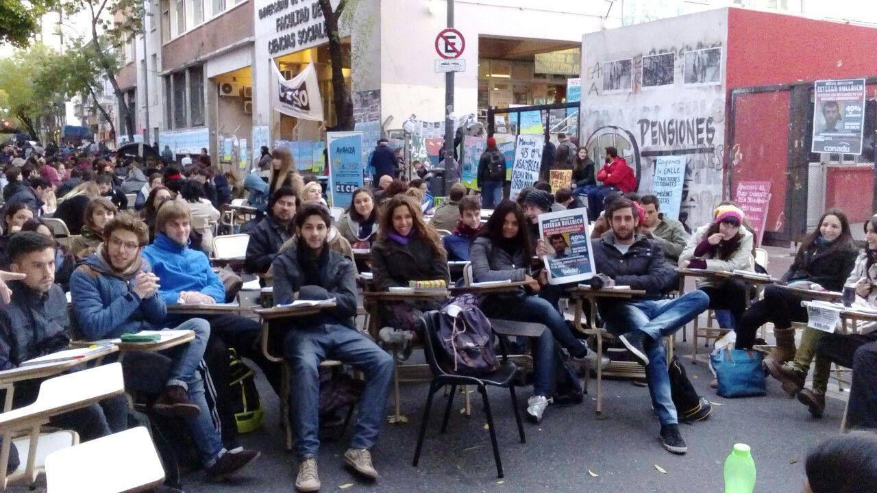 """Docentes universitarios calificaron de """"bochornosa"""" oferta salarial del Gobierno"""