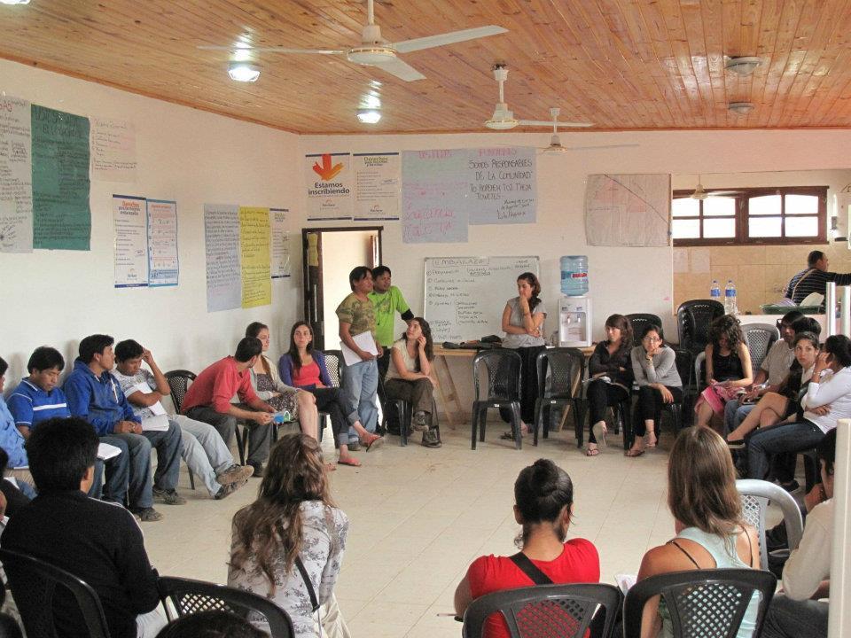 A los pueblos originarios, para pensar la salud como abordaje comunitario